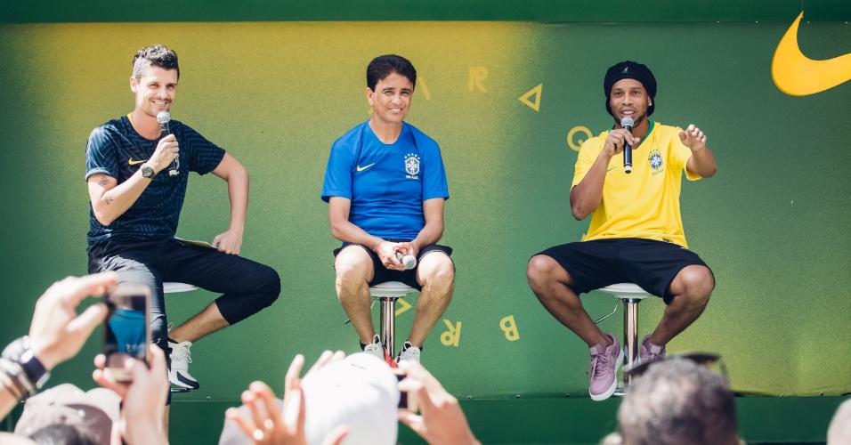 Bebeto e Ronaldinho Gaúcho participam de evento de lançamento da camisada seleção