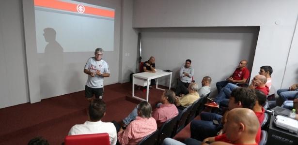 Odair Hellmann palestra para profissionais das categorias de base do Internacional
