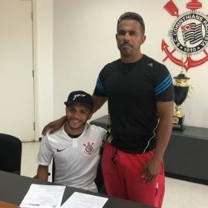 Maxwell assinou com o Corinthians até julho de 2020 - Arquivo Pessoal