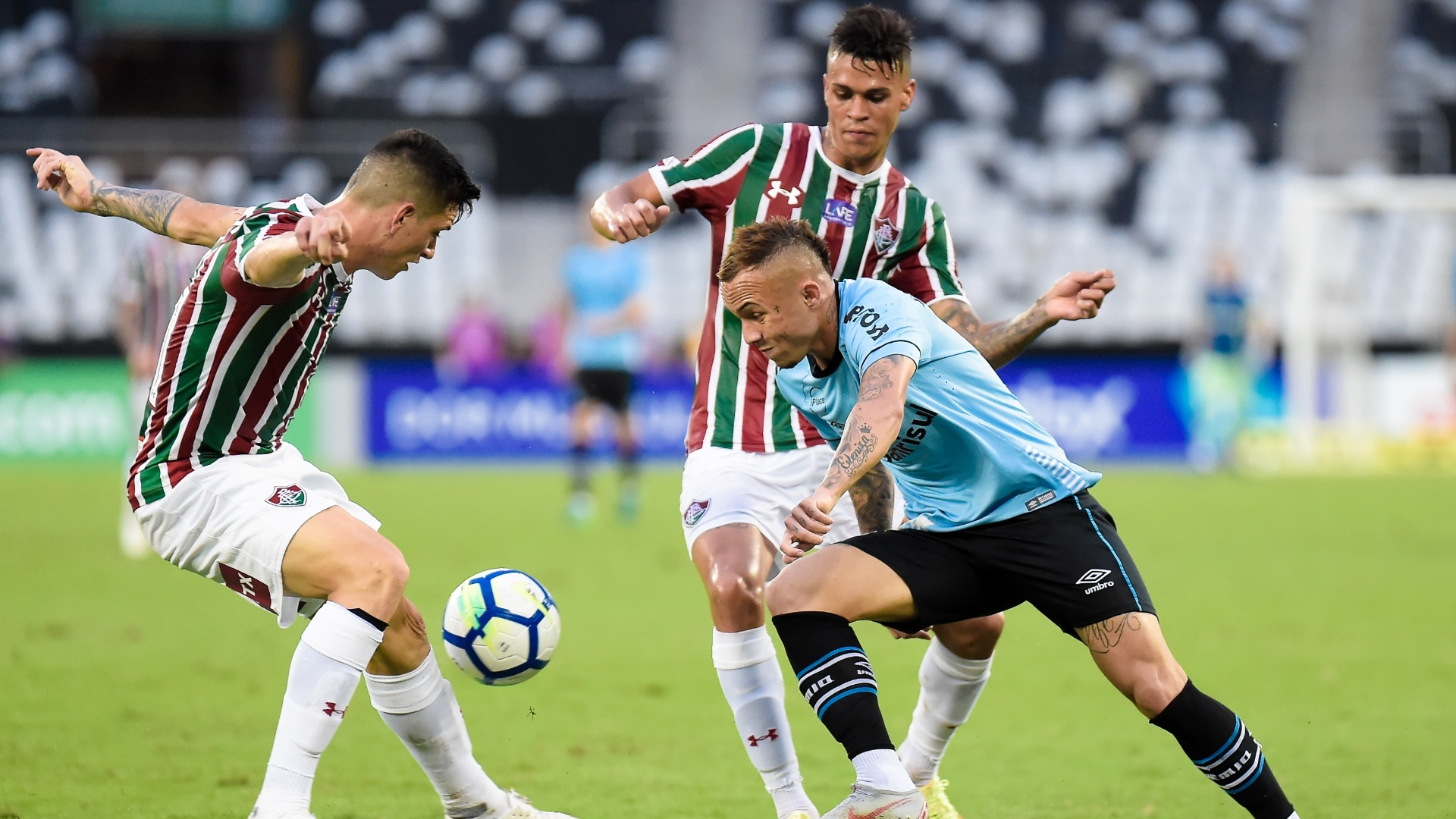 Everton, do Grêmio, encara marcação de jogadores do Fluminense