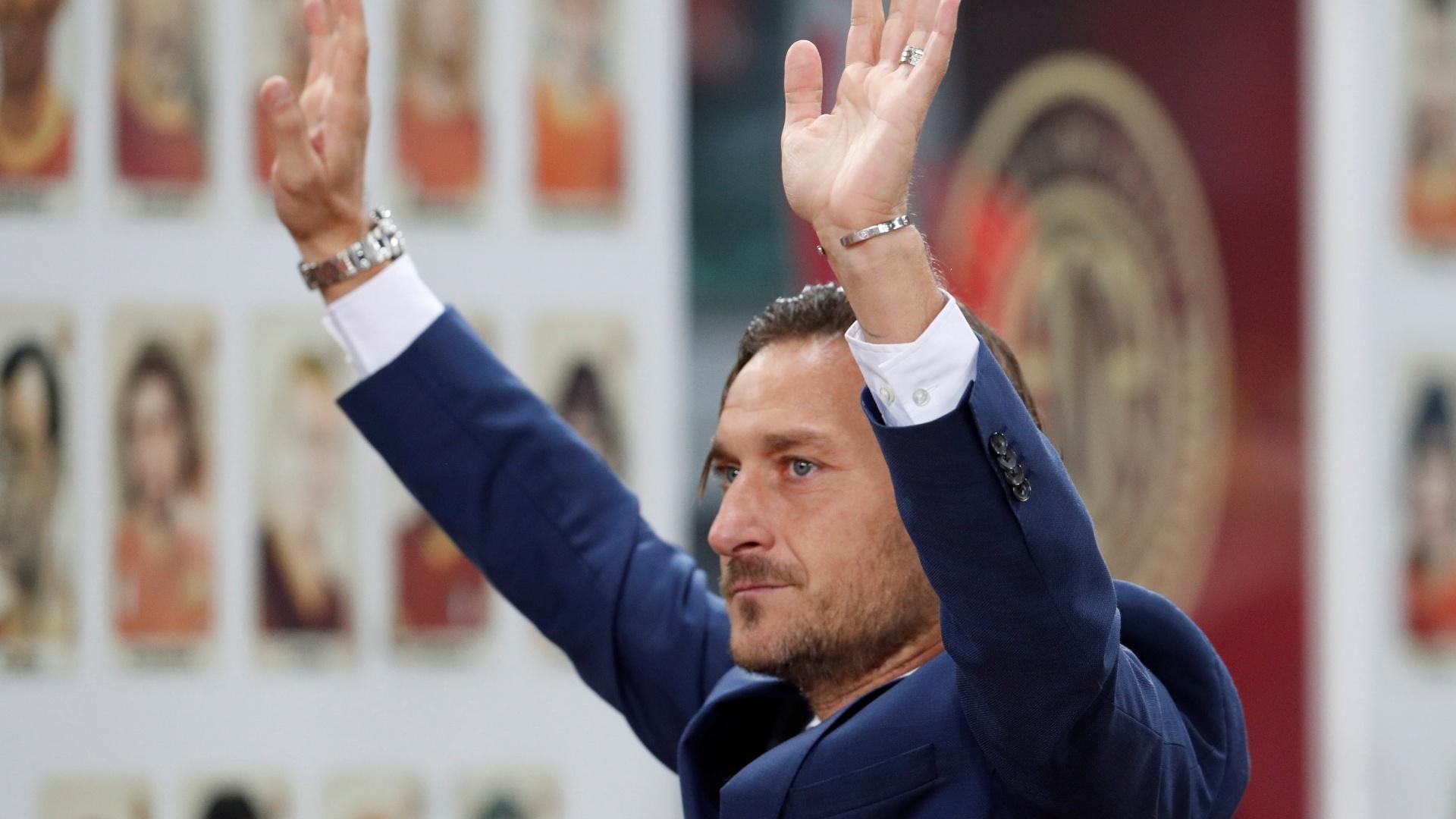Francesco Totti é homenageado antes de Roma x Real Madrid