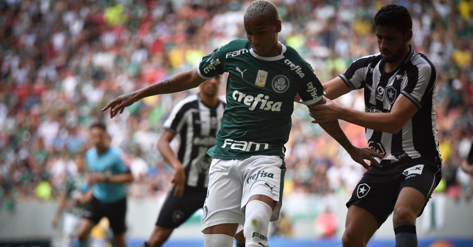 Deyverson, durante partida entre Palmeiras e Botafogo