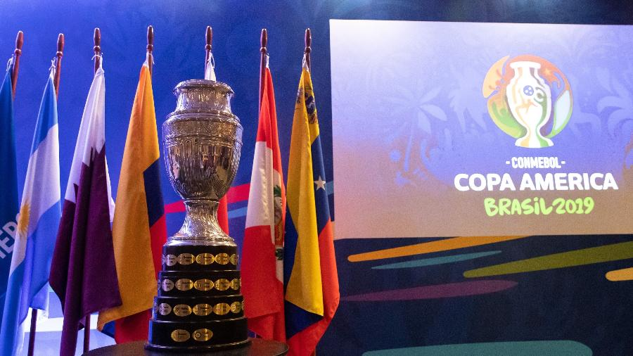 Troféu da Copa América é exibido em evento de divulgação do torneio realizado no Brasil em 2019 - Buda Mendes/Getty Images
