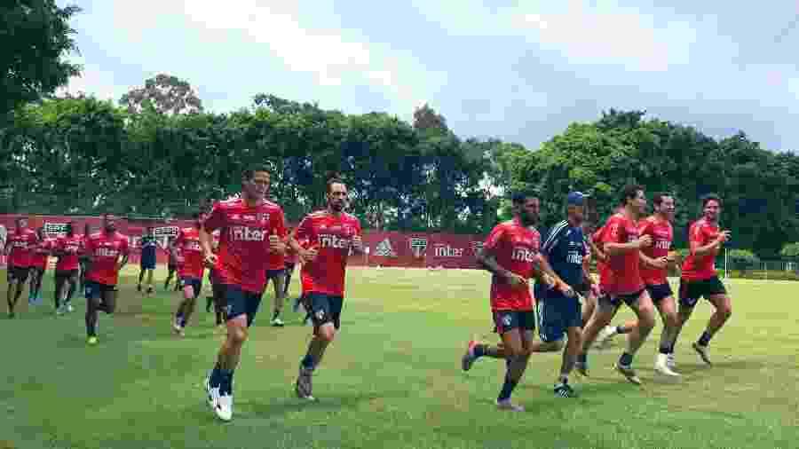 São Paulo terá jogadores experientes como Juanfran, Daniel Alves e Hernanes na formação titular da estreia no Paulistão - saopaulofc.net