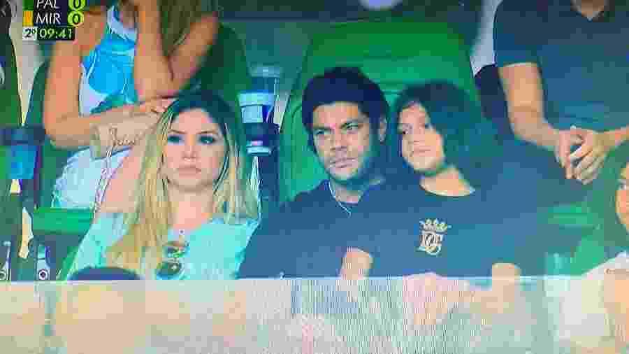 Hulk levou os filhos e a namorada, Camila, para o jogo entre Palmeiras e Mirassol, em dia de estreia no novo gramado do Allianz Parque - Reprodução