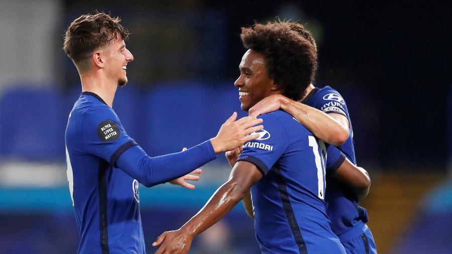 Willian comemora gol do Chelsea sobre o Watford - REUTERS / Matthew Childs