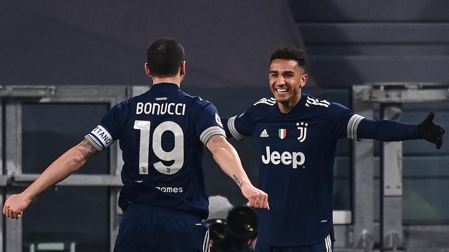 Danilo comemora gol pela Juventus contra o Sassuolo - Marco BERTORELLO / AFP