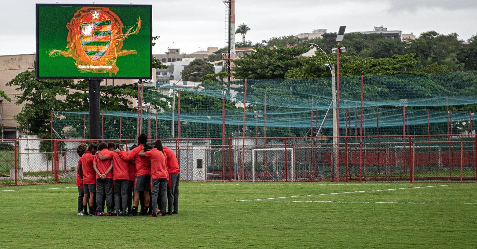 Jogadoras do Flamengo já estão no Estádio da Portuguesa. Hoje (13), as rubro negras encaram o Santos, pelo Brasileirão