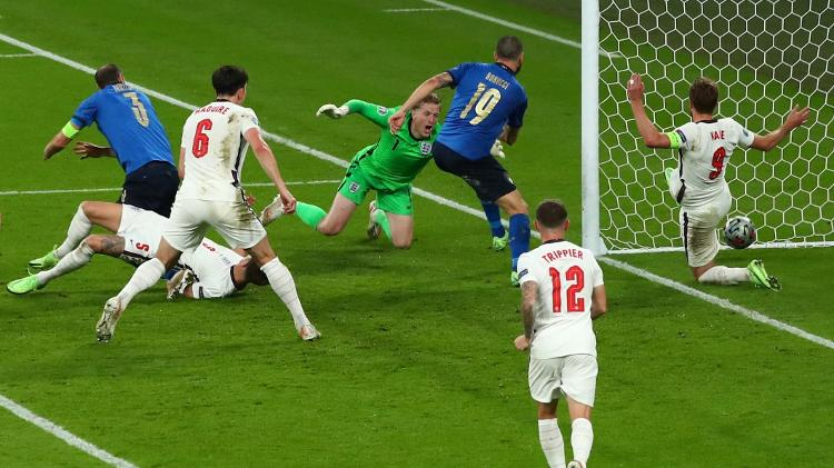 Bonucci empurrou a bola para dentro do gol de Pickford após bate-rebate na área - Marc Atkins/Getty Images - Marc Atkins/Getty Images