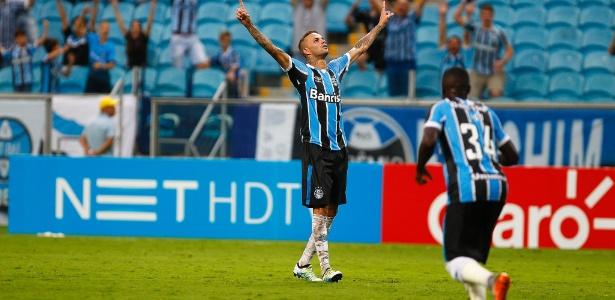 Luan marcou de falta, nos acréscimos, e garantiu o empate na Arena Grêmio