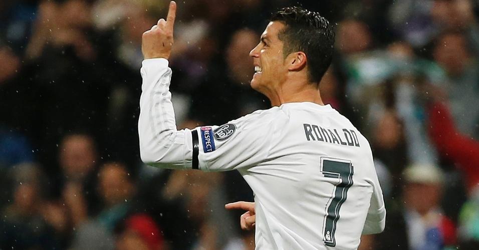 Cristiano Ronaldo comemora após abrir o placar para o Real Madrid contra o Wolfsburg pela Liga dos Campeões