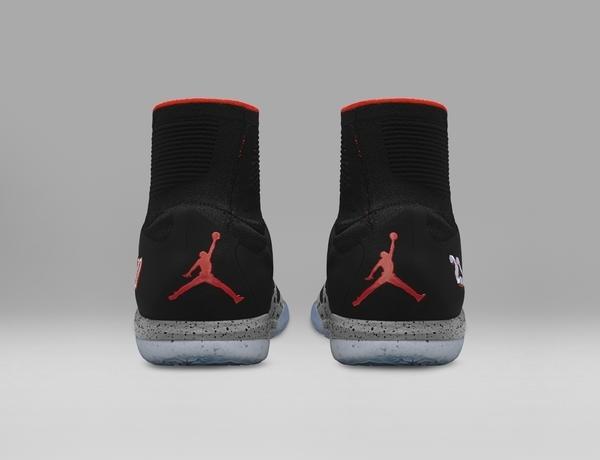 Nike divulgou imagens da nova chuteira de Neymar. Batizado de NJR X Jordan Hypervenom, o modelo é fruto da parceria do brasileiro com a Jordan, marca pertencente a Michael Jordan. Novo calçado traz o 'Jumpman', símbolo do ídolo do basquete. Coleção traz ainda peças de vestiário e tênis de treinamento