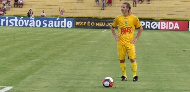 Xuxa com a camisa do Mirassol em jogo do Campeonato Paulista