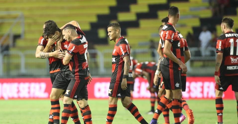 Lucas Paquetá chora ao marcar o primeiro gol como profissional do Flamengo