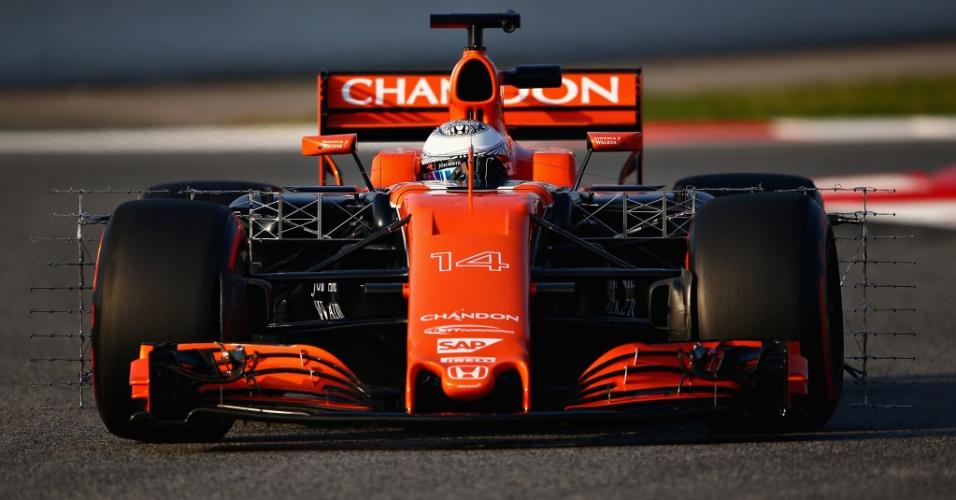 Fernando Alonso deu apenas uma volta com a McLaren na primeira manhã de testes
