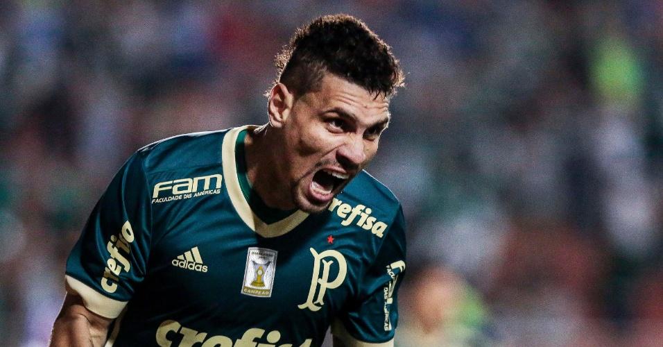 Moisés vibra com gol do Palmeiras no Pacaembu, no jogo contra o Bahia