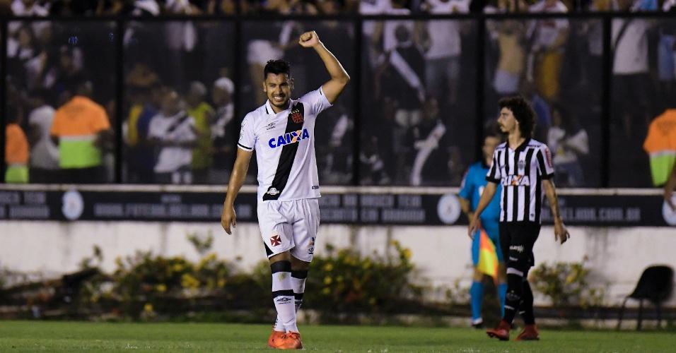 Andres Rios faz gol para o Vasco em jogo contra o Atlético-MG pelo Campeonato Brasileiro