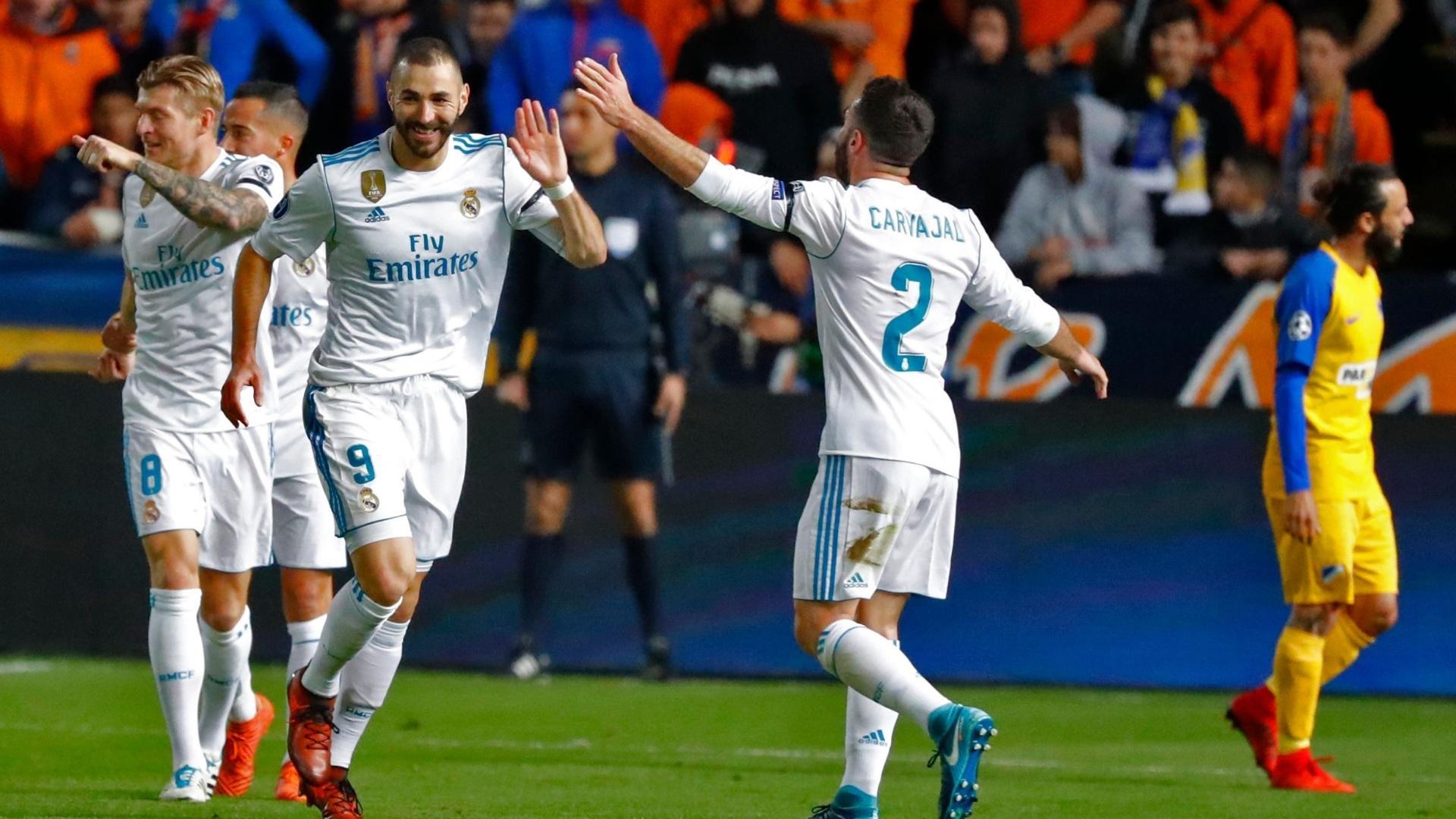 Benzema comemora gol do Real Madrid contra o Apoel