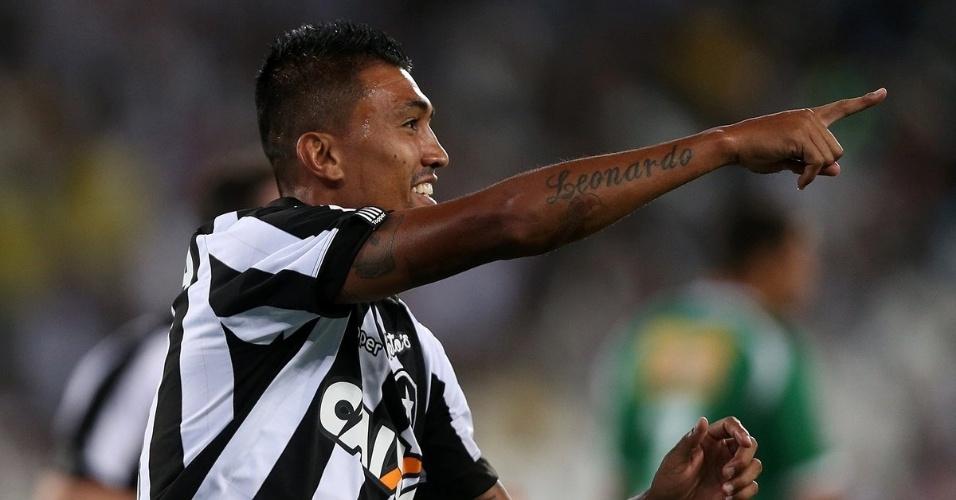 Kieza comemora gol do Botafogo diante da Cabofriense em jogo pelo segundo turno do Carioca 2018