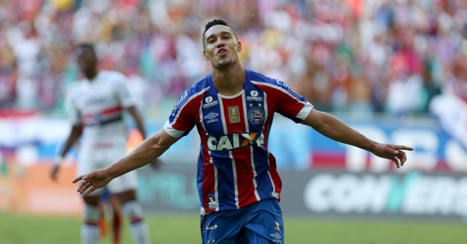 Edigar Junio comemora seu gol em Bahia x São Paulo no Campeonato Brasileiro