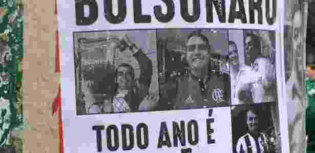 Palmeirenses protestaram próximo ao estádio contra a presença de Bolsonaro - Leandro Miranda/UOL