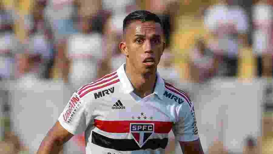 Igor Vinicius, lateral-direito do São Paulo, no duelo com o São Bento - Marcello Zambrana/AGIF