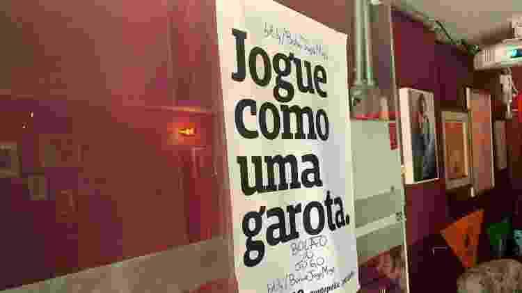 Cartaz da Puta Peita, marca de peças de roupa e decoração com slogans de empoderamento feminino - Iwi Onodera/UOL