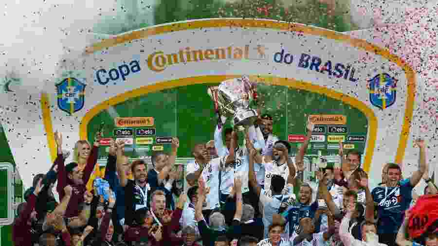 Jogadores do Athletico comemoram título da Copa do Brasil 2019 - Jeferson Guareze/AGIF