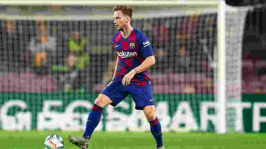 Rakitic em ação com a camisa do Barcelona no Camp Nou - Quality Sport Images/Getty Images