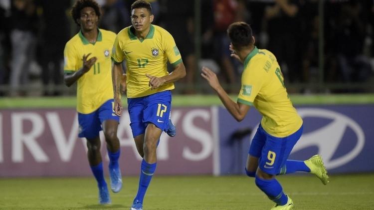 Diego Rosa (número 17) foi campeão mundial sub-17 com a seleção brasileira em 2019 - Alexandre Loureiro/CBF