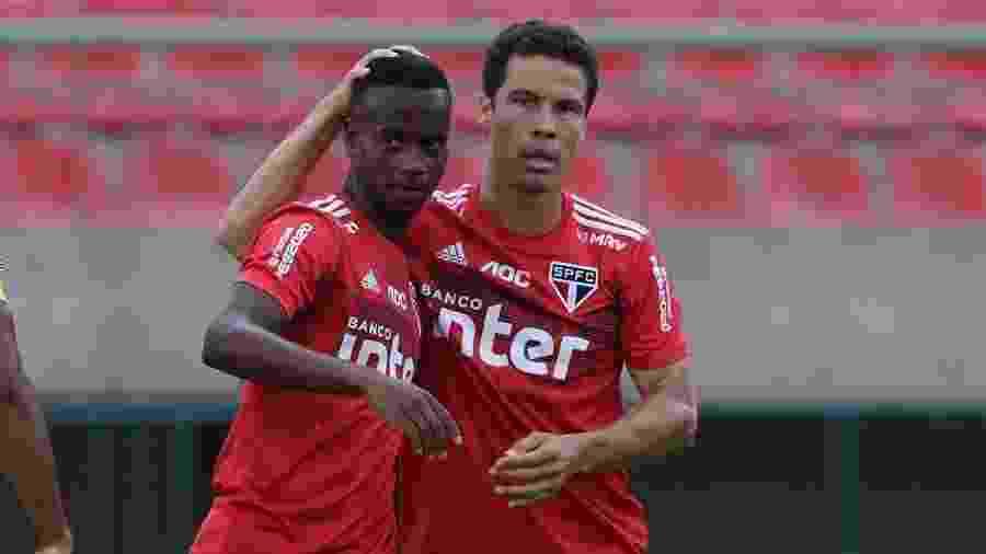 Helinho e Hernanes se destacaram na pré-temporada, mas precisam provar reação com a volta dos campeonatos - Rubens Chiri/saopaulofc.net