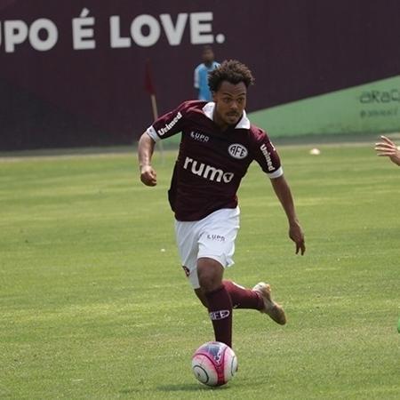 Meia Claudinho, da Ferroviária, tem proposta para acordo com o Cruzeiro no mercado da bola - Tiago Pavini/Ferroviária SA