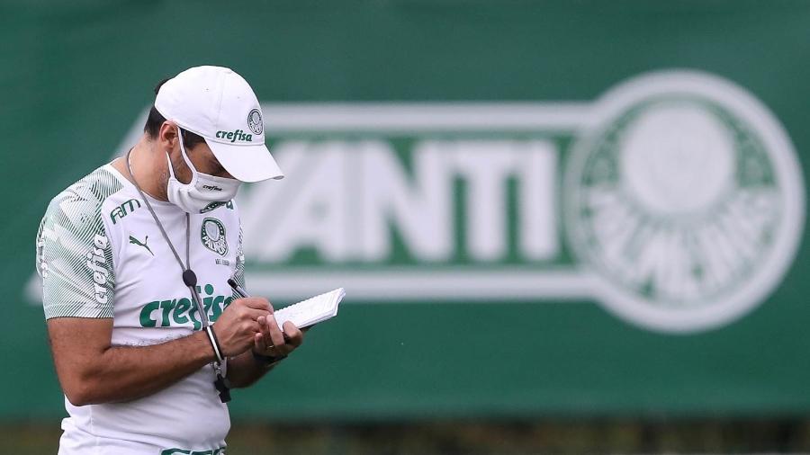 Abel Ferreira durante treino do Palmeiras, na Academia de Futebol - Cesar Greco
