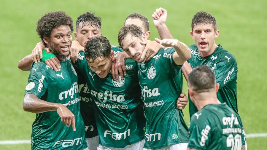 Jogadores do Palmeiras comemoram gol marcado contra o Corinthians em clássico do Brasileirão - Marcello Zambrana/AGIF