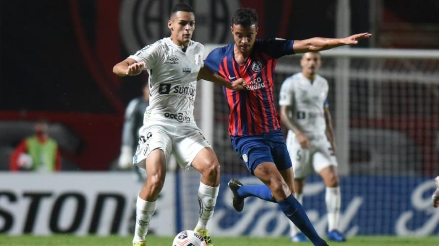 Kaiky em ação pelo Santos contra o San Lorenzo-ARG - Ivan Storti/Santos FC