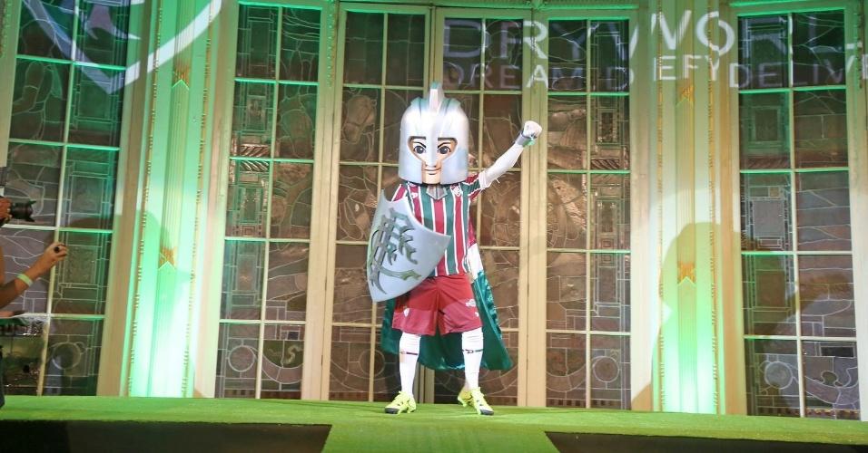 Até Guerreirinho, o mascote do Flu, entrou na onda e usou o novo uniforme