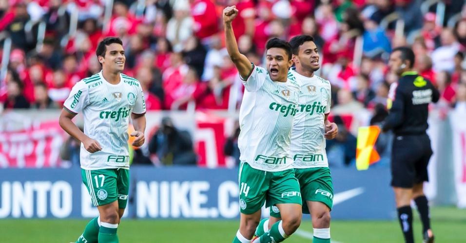 Erik comemora gol do Palmeiras contra o Internacional no Beira-Rio