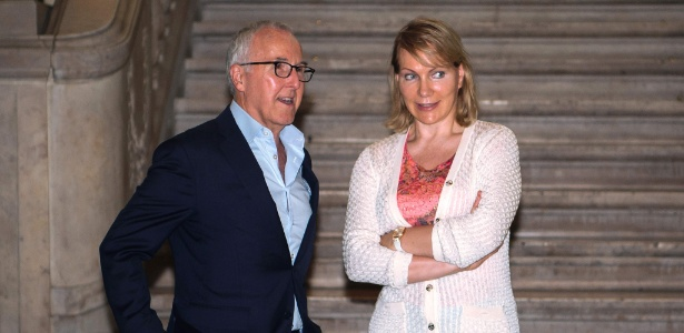 Frank McCourt e Margarita Louis-Dreyfus antes da coletiva para anunciar a troca de comando - AFP PHOTO / BERTRAND LANGLOIS