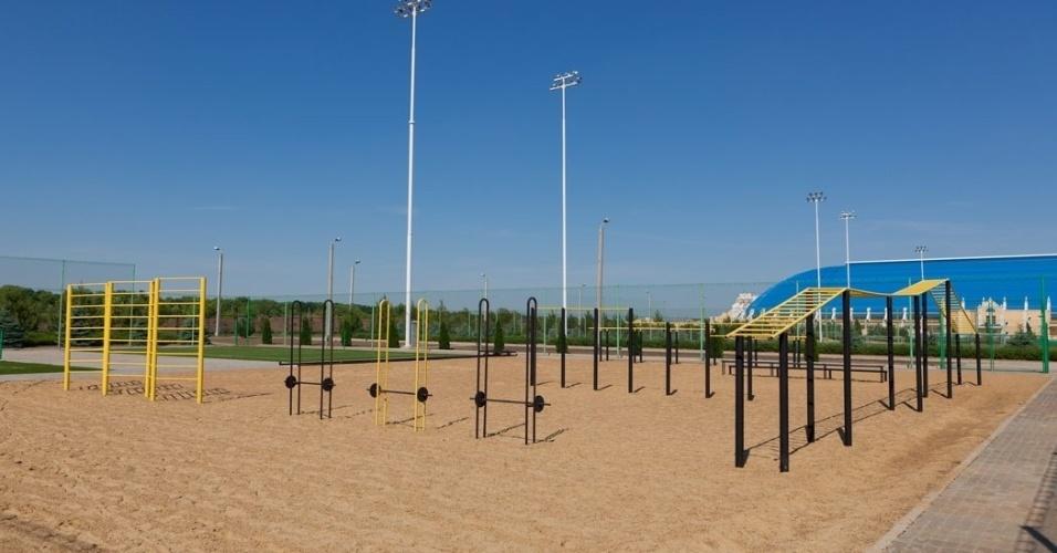 Há também um local para treinamentos específicos, como essa área com areia