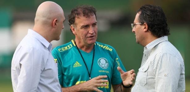 Mattos sai em defesa do treinador para melhorar clima no Palmeiras