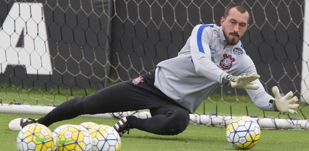 Recuperado de dores, Walter recuperou posição de titular no gol do Corinthians