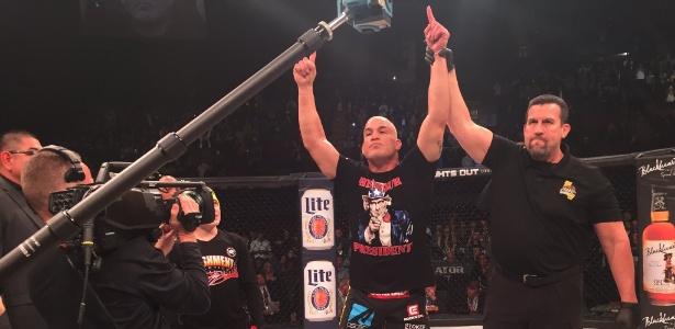 Tito Ortiz se aposentou do MMA após finalizar Chael Sonnen - Divulgação
