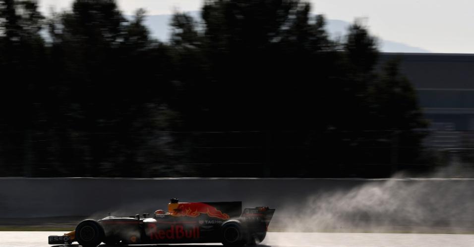 Max Verstappen, da Red Bull anda na pista molhada artificialmente