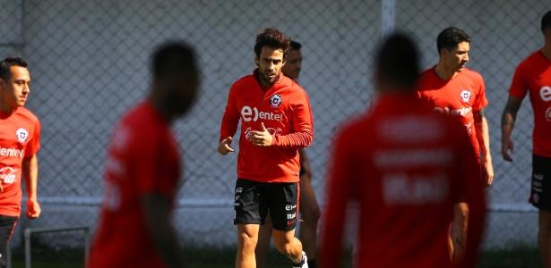 Valdivia durante treino da seleção do Chile