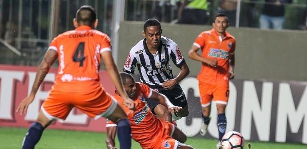 Contra o Sport Boys, Elias vai atuar mais uma vez mais recuado, ao lado de Rafael Carioca