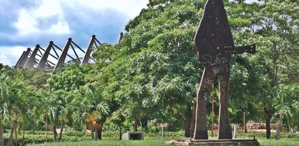 Dona de Barranquilla: Shakira tem estátua de 5 metros na frente do Estádio Metropolitano