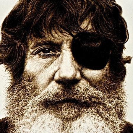 """O""""Neill perdeu a visão de um olho com o """"leash"""", cordão que prende a prancha à perna do surfista - Divulgação"""