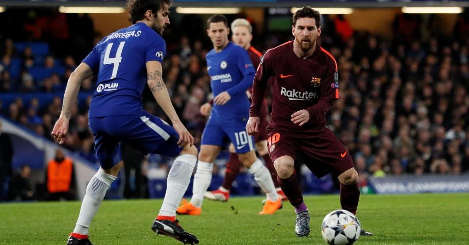 Messi aperta a saída de jogo de Fàbregas, seu ex-companheiro de clube