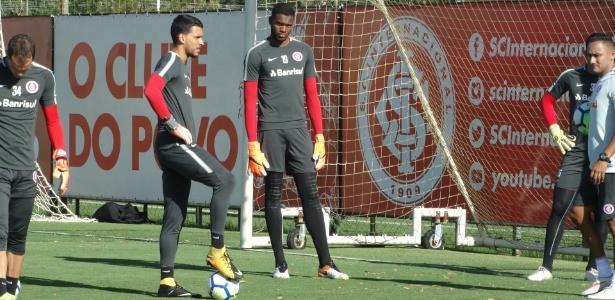 Carlos Miguel, goleiro do Inter na Copinha, recebe chance no time principal para treino