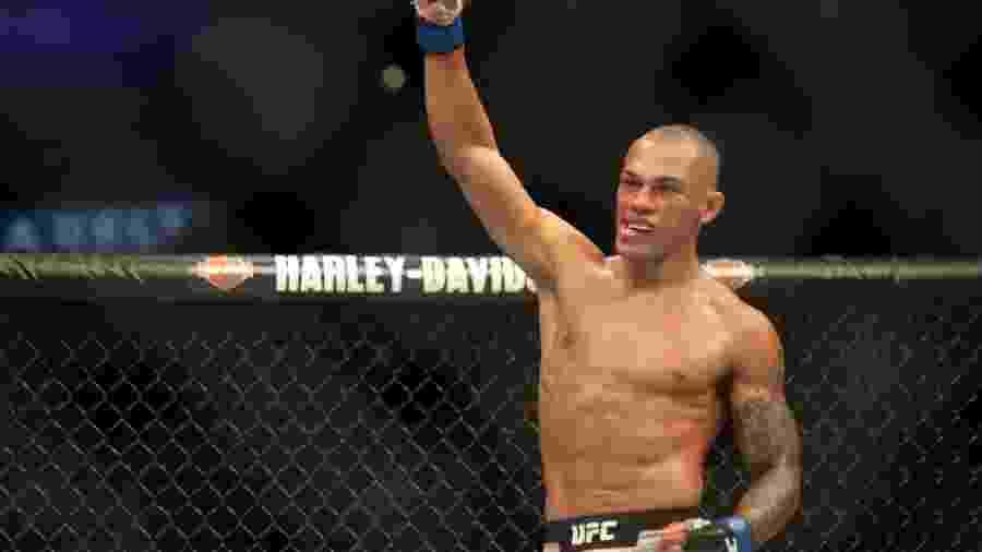 Sheymon Moraes comemora vitória sobre Matt Sayles no UFC 227 - Dan Wainer/Ag Fight